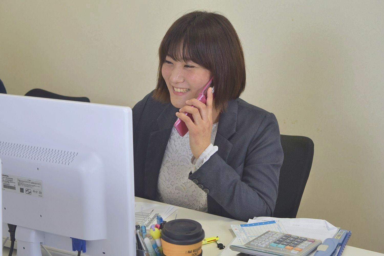 【若⼿社員活躍中の営業事務】~県内TOPクラスの出荷量を誇る⾷品製造会社~