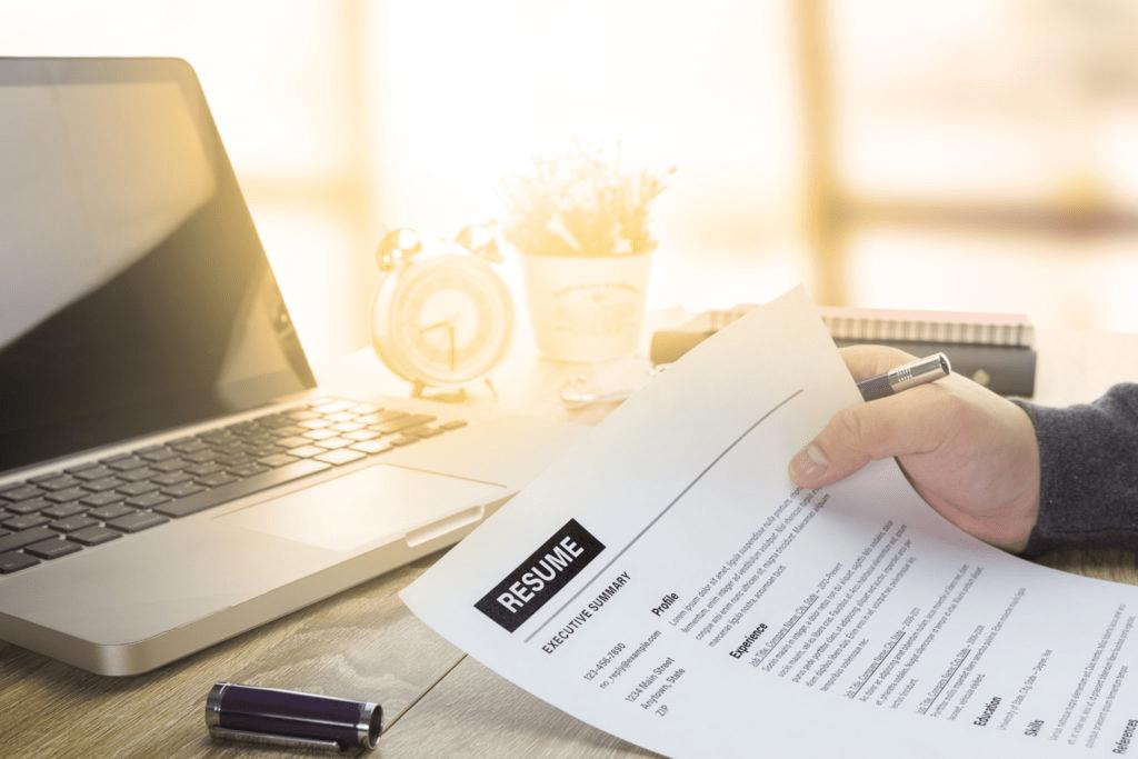 【転職向け】履歴書の効果的な書き方|面接官に「会いたい」と思わせるコツ